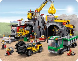 Brand New Lego City 4204 The Mine 748 Pcs with